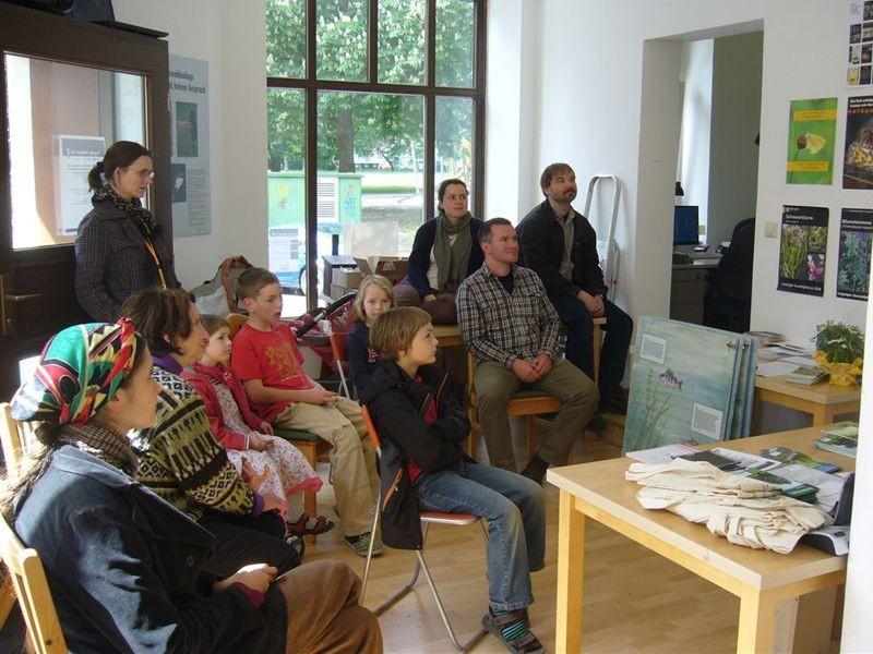 Zum Ausklang des Tages wurde das NABU-Büro zum Kino-Saal und es wurde ein Film über Tiere in der Stadt gezeigt. Foto: NABU Leipzig