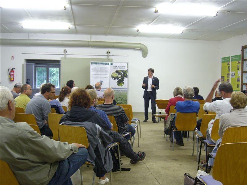Bei der Eröffnungsveranstaltung der Naturschutzwoche hat Umweltbürgermeister Heiko Rosenthal die Leipziger Naturschützer zum Dialog über den Auwaldschutz eingeladen.<p/>Foto: Claudia Tavares