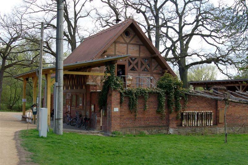 Der 18. Leipziger Auwaldtag fand am 16. April 2012 in der Auwaldstation in Lützschena statt.