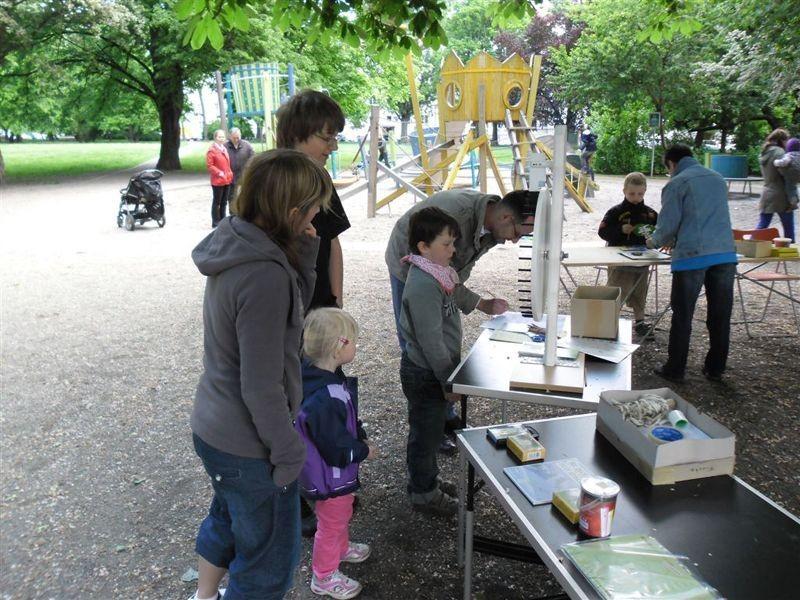 Vom nahegelegenen Spielplatz kamen immer wieder Kinder und Familien, um die NABU-Angebote zum 'Tag der offenen Tür' zu nutzen. Foto: René Sievert