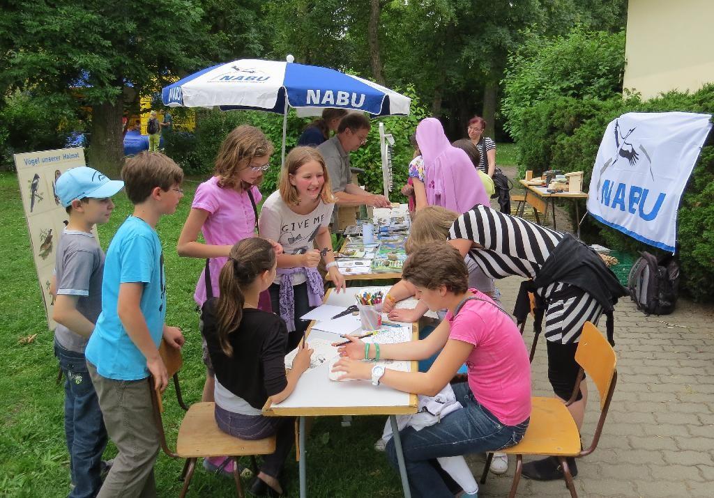 Am NABU-Stand konnte gerätselt, gemalt und gebastelt werden.
