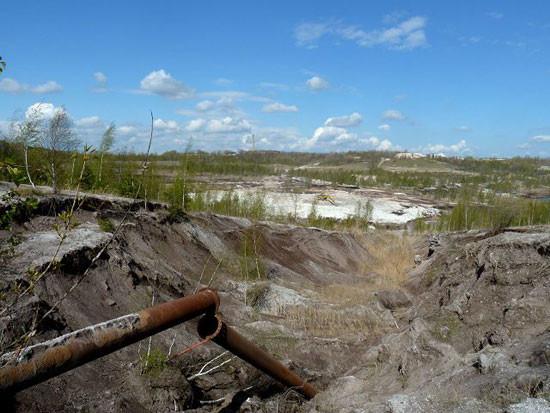 Tagebaurestloch – eine Vielzahl ungewöhnlicher Lebensräume ist in der Braunkohlefolgeland-schaft entstanden. Foto: Dr. Rainer Hoyer