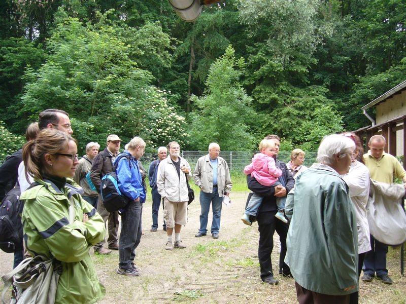 Vor der Exkursion durch die Burgaue versammelten sich die Teilnehmer vor der Alten Wache.<p/>Foto: Claudia Tavares