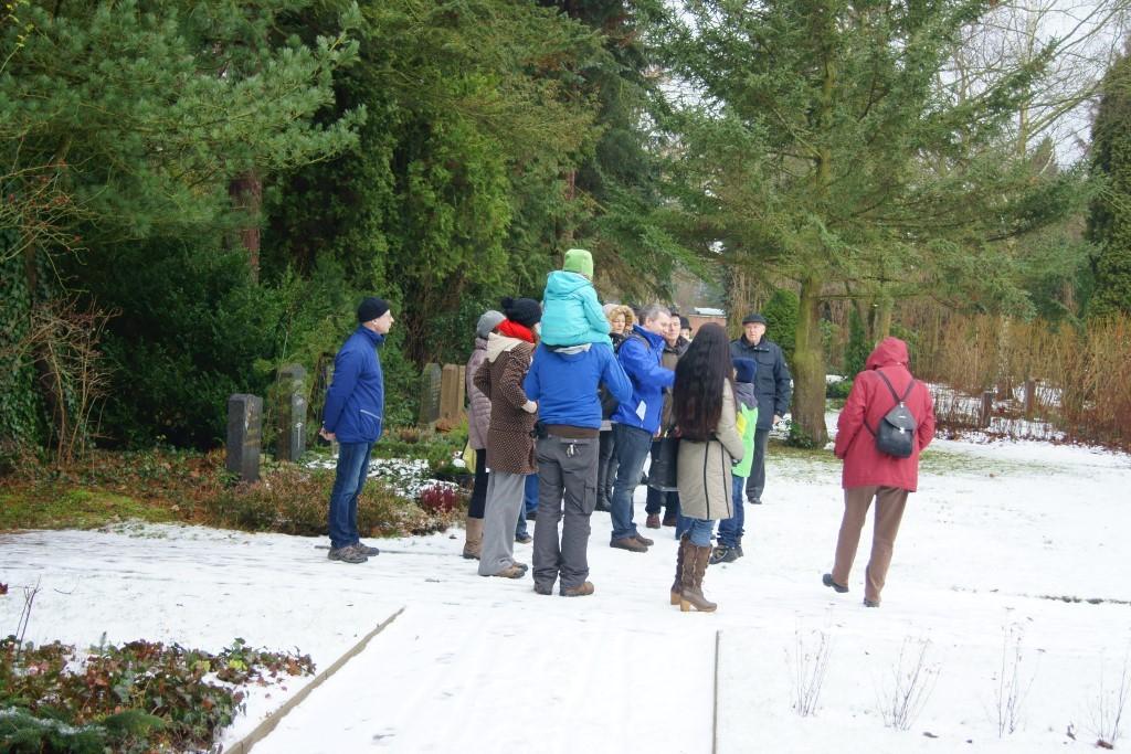 Am Sonntagvormittag hatte der NABU Leipzig zur Stunde der Wintervögel auf den Friedhof Kleinzschocher eingeladen, der an vielen Stellen mit Rücksicht auf Natur- und Artenschutz gepflegt und gestaltet wird.