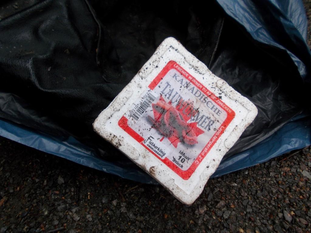 Zum gefundenen Abfall gehörten auch Hinterlassenschaften von Anglern, wie Angelsehne oder Köderbehälter.</p>Foto: René Sievert