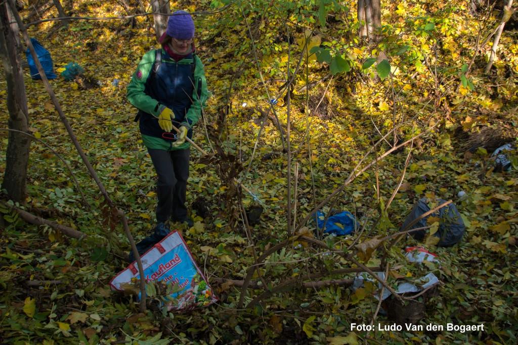 Nebenbei hat das NABU-Team im Volksgarten Müll gesammelt.