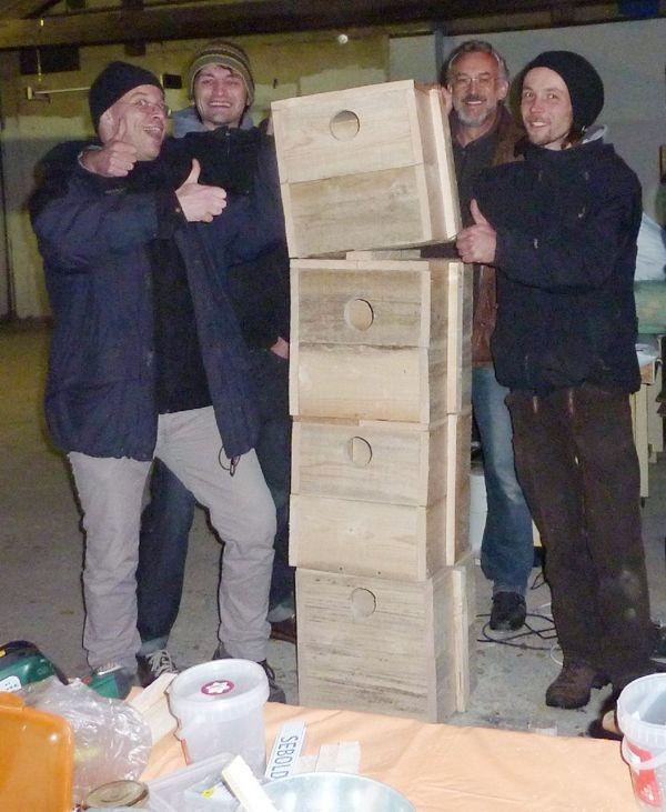 Die vier neuen Dohlennistkästen werden später in Mockau in die Kirche und in Hochhäuser eingebaut.</p>Foto: Kirstin Hesse