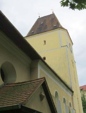 """Lebensraum Kirchturm"": die Stephanuskirche in Mockau. Foto: Karsten Peterlein"