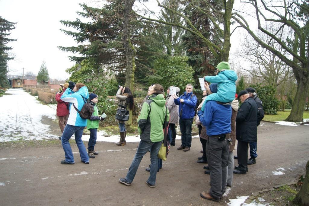 19 Vogelfreunde kamen zur NABU-Exkursion, darunter auch junge Naturforscher zusammen mit ihren Eltern.