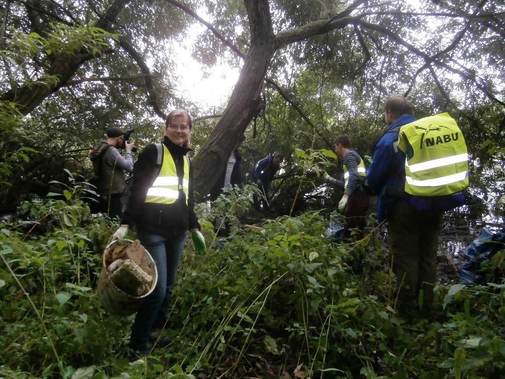 Insgesamt waren 14 fleißige Müllsammler dem Aufruf des NABU Leipzig gefolgt.</p>Foto: Cindy Müller