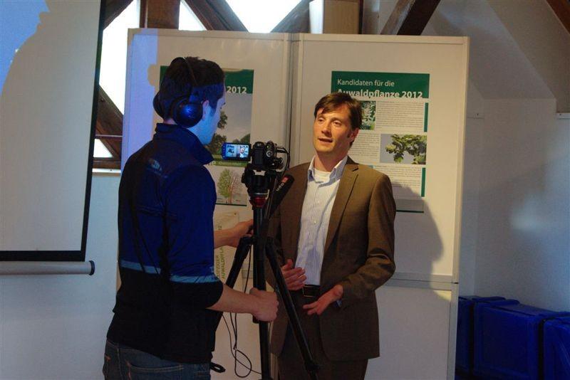 Heiko Rosenthal - Bürgermeister und Beigeordneter für Umwelt, Ordnung, Sport der Stadt Leipzig - sprach Grußworte und lüftete das Geheimnis um die Auwaldpflanze 2012.