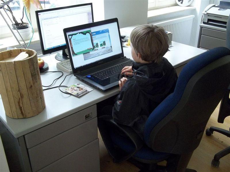 Die Bürocomputer wurden beim 'Tag der offenen Tür' zu Spielkonsolen: Interaktiv konnte man sich über Natur- und Artenschutz informieren. Foto: Philipp Steuer