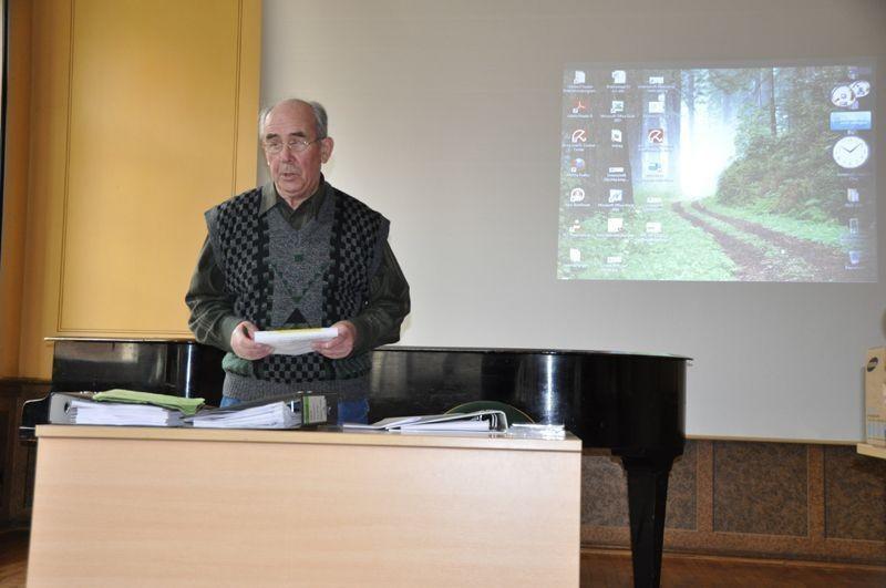Roland Zitschke trug den Bericht des Vorstands vor.