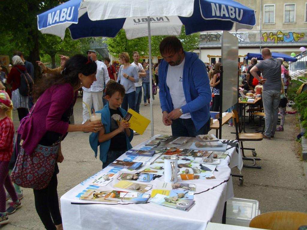 in lehrreiche NABU-Broschüren investiert.