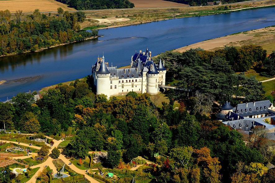 Camping Sites & Paysages  Les Saules à Cheverny - Loire Valley - Vol au-dessus du festival international des jardins et du château de Chaumont-sur-Loire