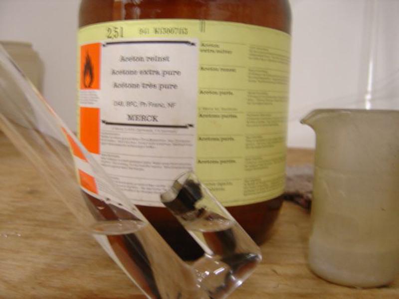 Mit Aceton durch spülen um Wasserflecken zu verhindern