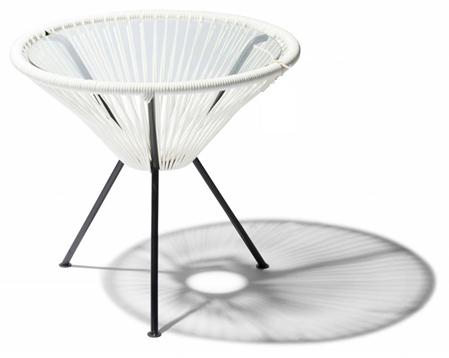 Mesa lateral tejida modelo  Riviera  de 44 cm de diámetro uso interiores y exteriores.