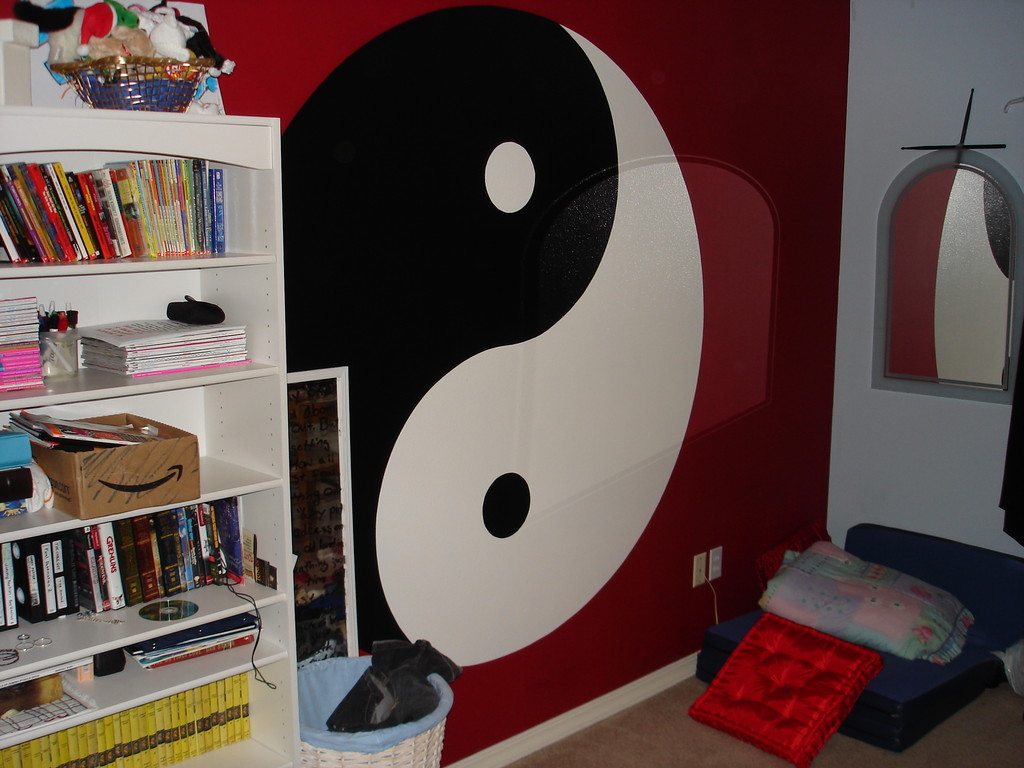 This room was dominated by a graphic ying yang symbol...