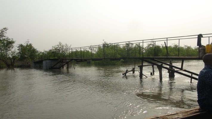 Eisenbrücke Meyingbé-Taayaki, Seitenansicht