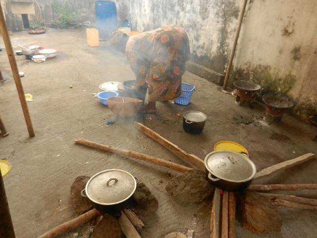 Kochstelle mit Holz