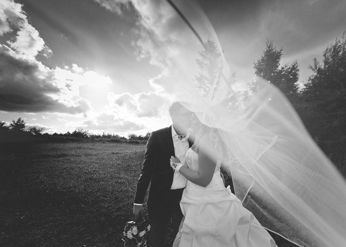 Hochzeitspaar auf dem Fichtelberg Oberwiesenthal Hochzeit in Oberwiesenthal Hochzeitsfotografie von Ben Pfeifer