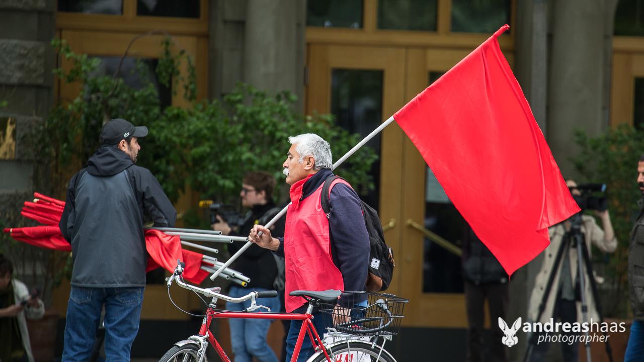 Dies taten dann einige Demonstranten auch und haben den Zürcher Helvetiaplatz verlassen.