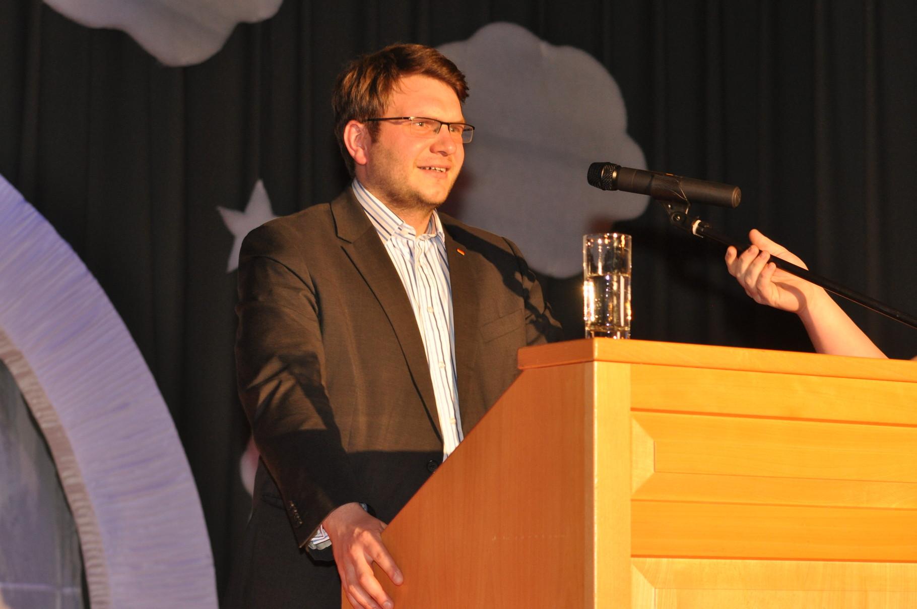 Marian Wendt (CDU) traut sich und legt ein tollen Start beim politischen Aschermittwoch hin. Geistreich referiert er über die Stationen seines Lebens: Kreißsaal, Hörsaal, Plenarsaal.