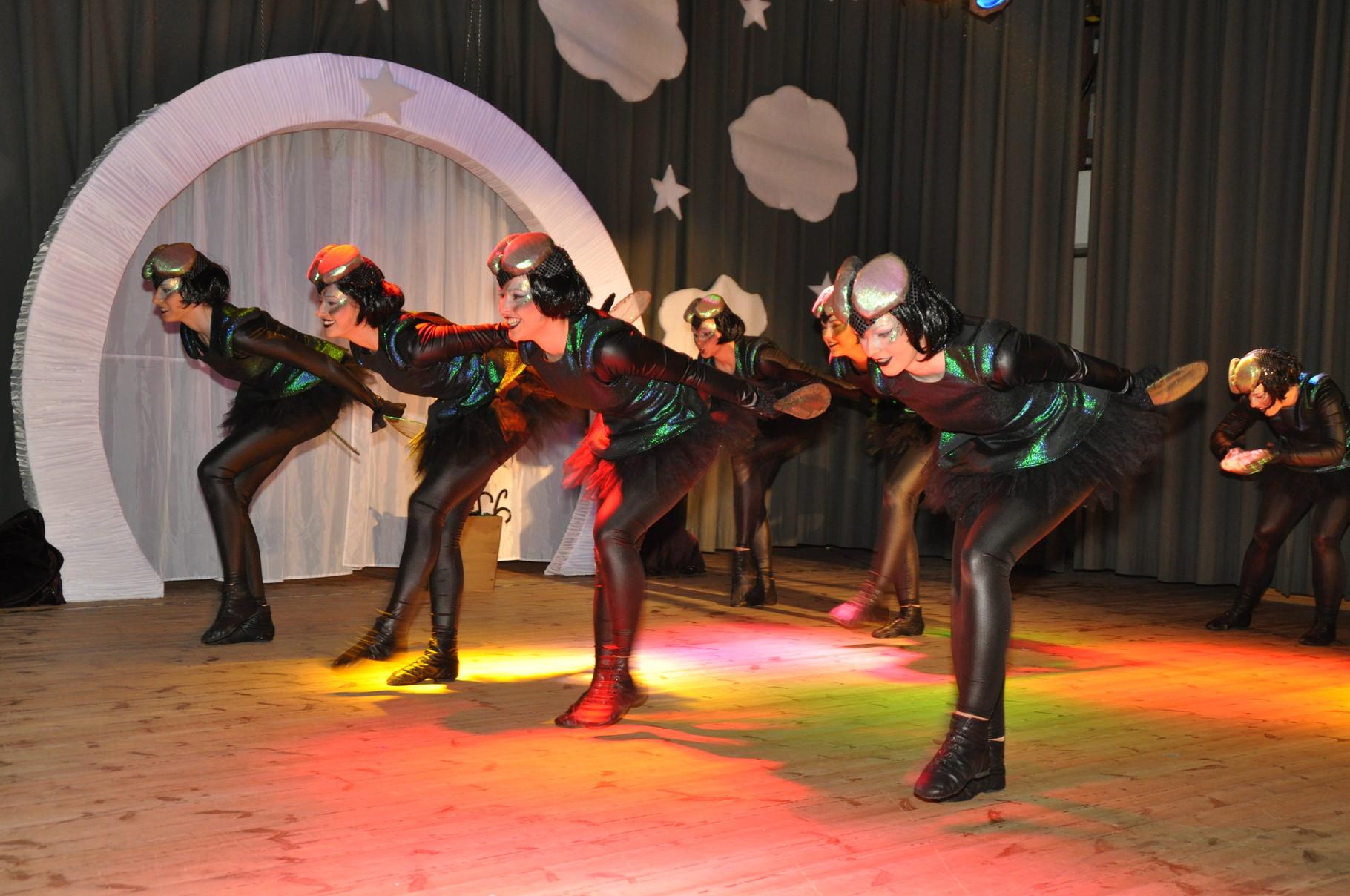 Das Showballett aus Eilenburg (ECC) zeigt das Leben einer Eintagsfliege und liefert damit noch einen echten Hingucker oben drauf.