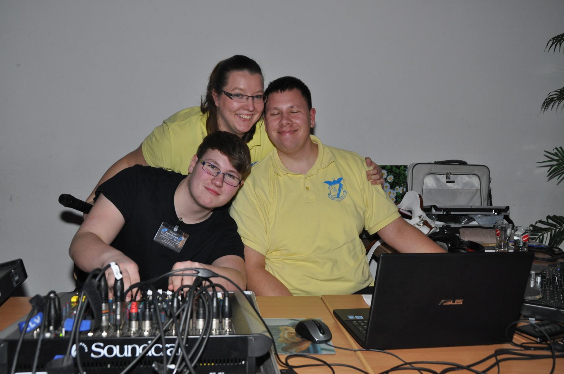 Unsere Technik-Crew mit Stefan und Nicole sorgen für guten Sound und gutes Licht.