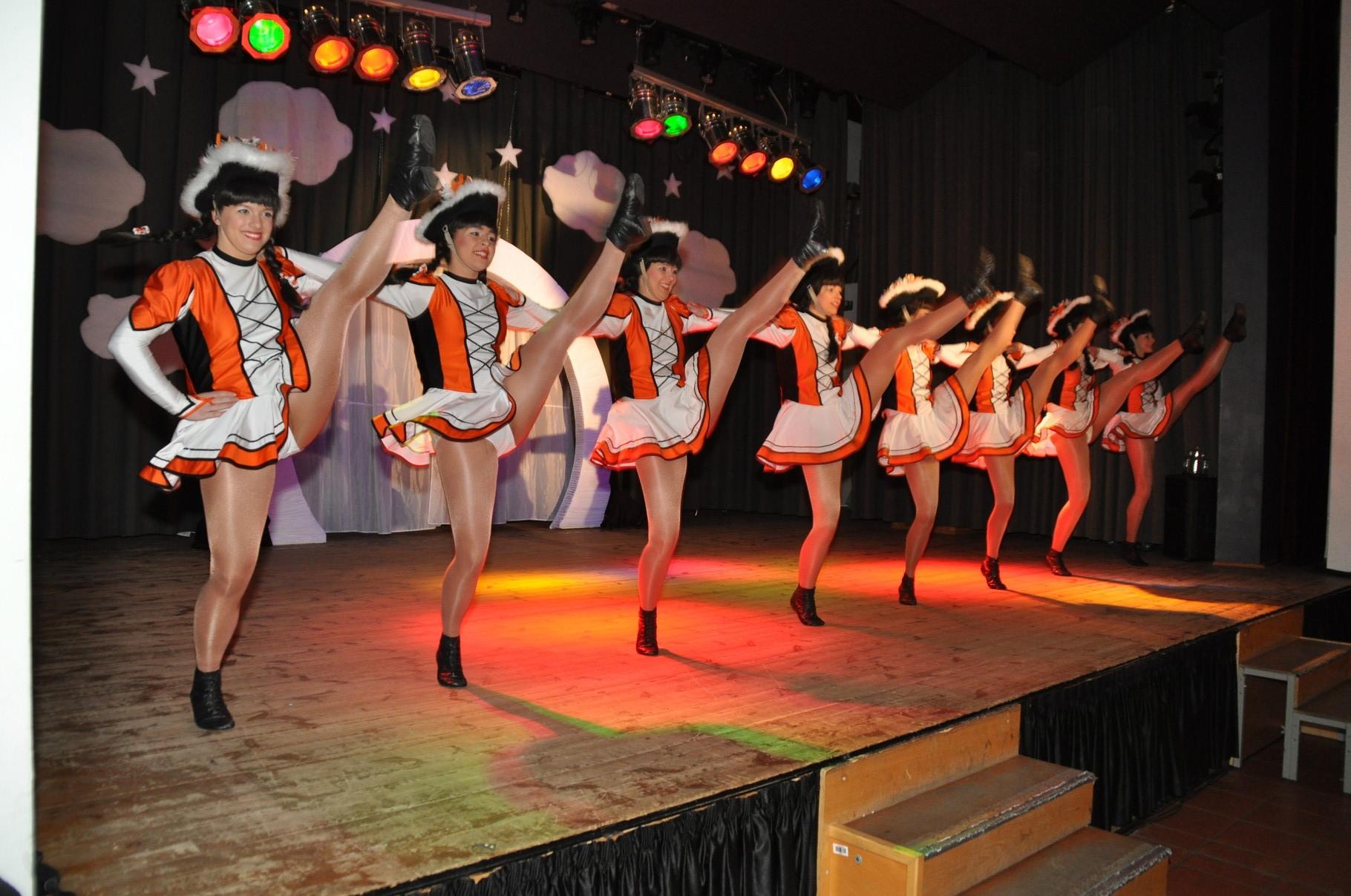 Die Eilenburger Tanzgarde heizte dem Publikum zu Beginn kräftig ein. Ein meisterlicher Auftritt!