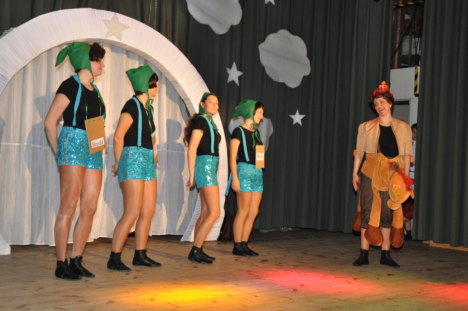 Wie Märchen erzählt werden, zeigte unsere Showtanzgruppe.