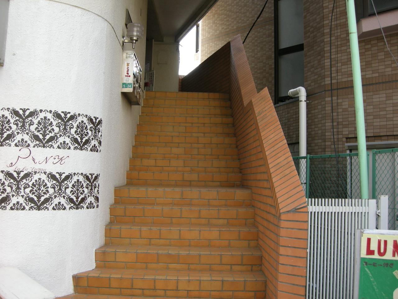 2階に上がる階段