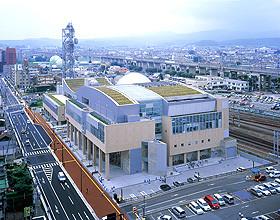 福島駅南に位置するこむこむ館