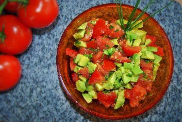 Detox Salat Rezept: Avocado-Tomaten-Salat