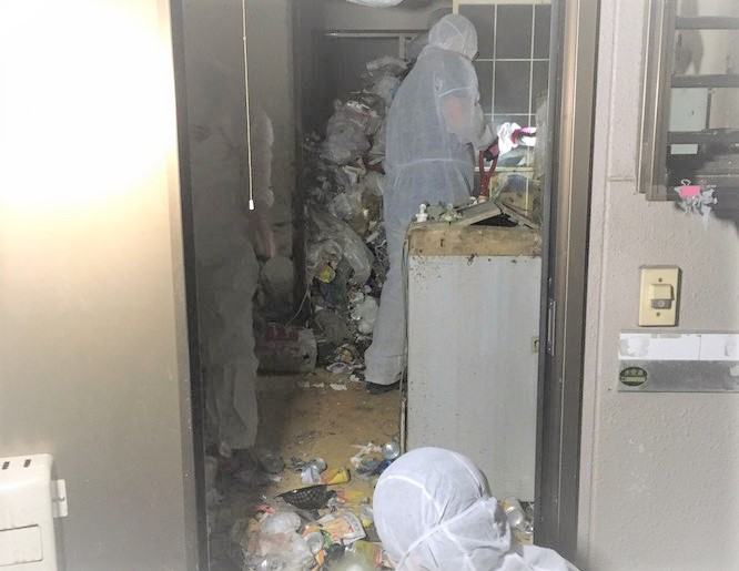 ゴミ屋敷の片付け、清掃、搬出処分、撤去