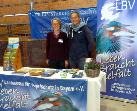 Rosmarie Wagenstaller und Ruth Waas betreuten den Infostand bei Ehrenamtstag