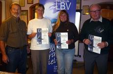 Kreisgruppenvorsitzender Claus Gregor ehrt Dorothea Haas, Susanne Morgenroth und Horst Klarhauser für jeweils 10-jährige Mitgliedschaft (von links)