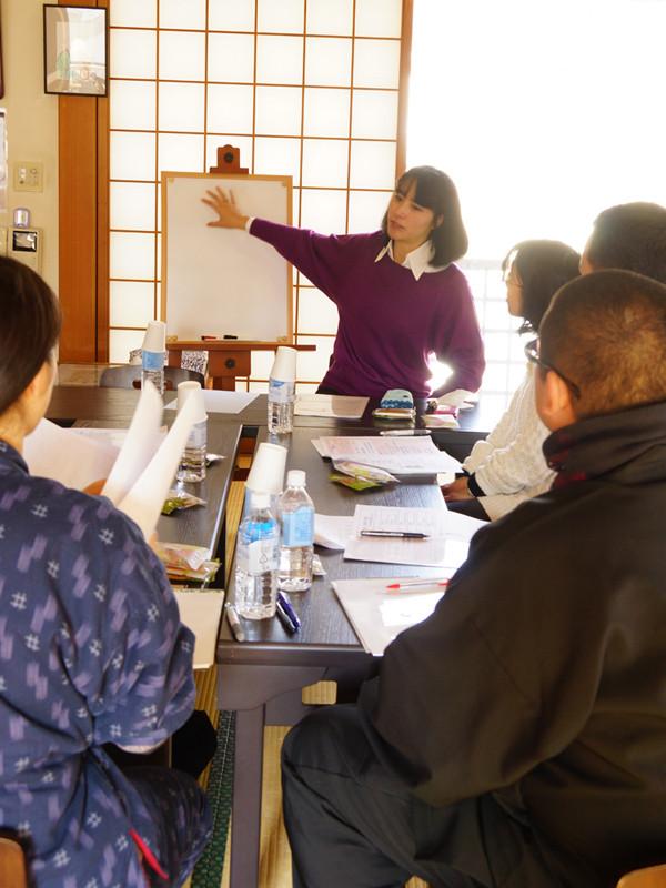 「初めての手相教室」授業風景