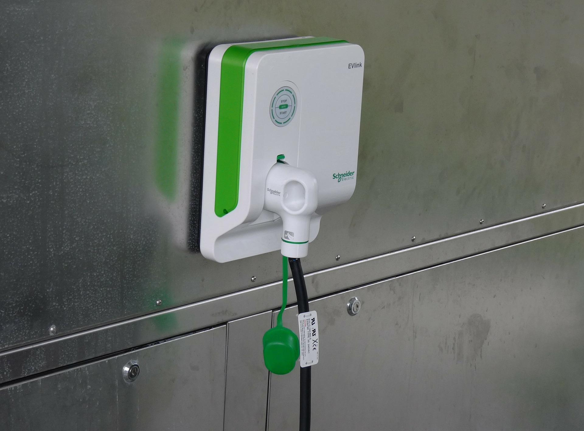 E-Mobilität: Recht für Mieter und Wohneigentümer auf Ladepunkt in Kraft