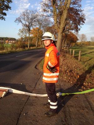 """Sicherung der Schlauchbrücke bei der Herstellung der Wasserversorgung """"lange Wegstrecke"""""""