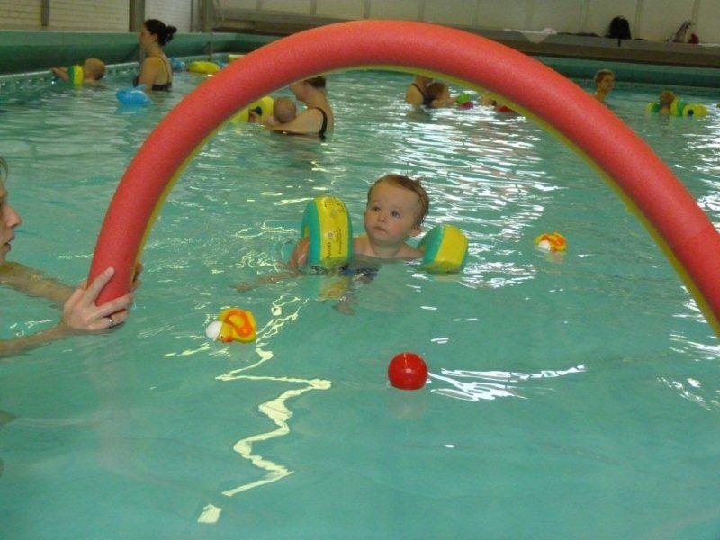 Babyschwimmen im Bürgerbad Elten