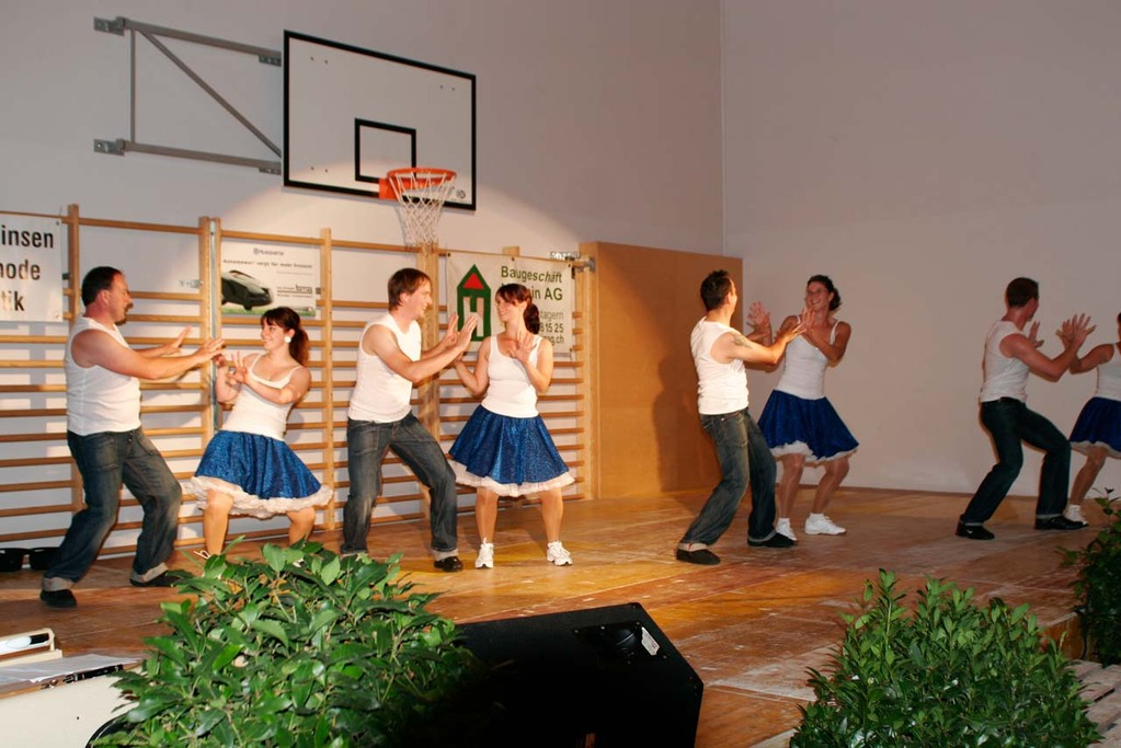 Rock n'Roll Aufführung der jail house dancers