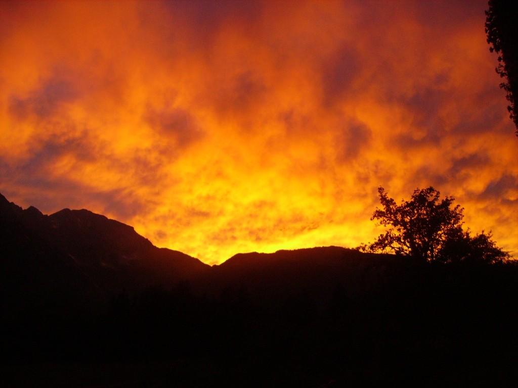 Berge in Flammen (Sonnenuntergang)
