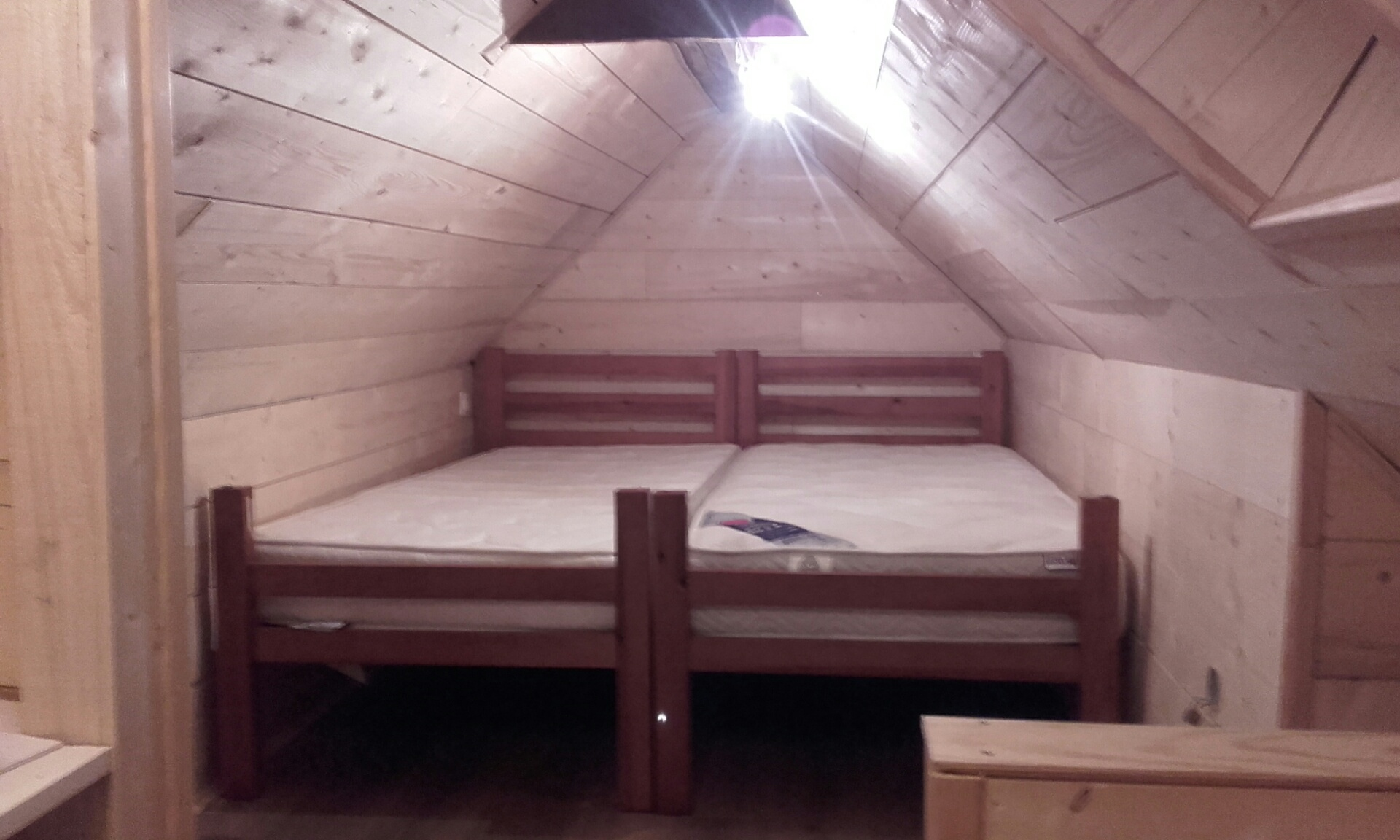 Chambre en mezzanine (pour les enfants en général, 2 lits simples accolés)