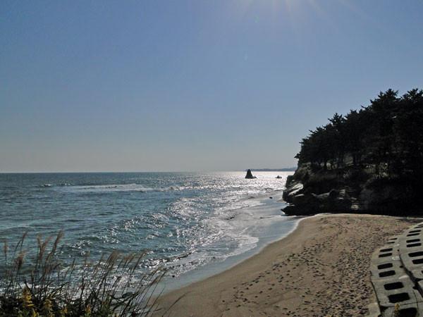 高萩市の小さな浜。右奥が公園になっている