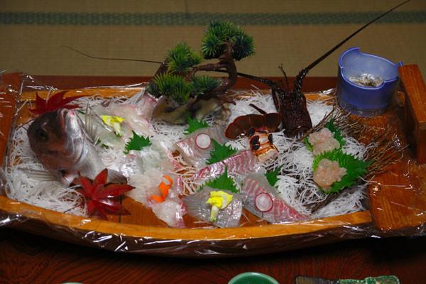 舟盛りがドーン!と来た 鯛や伊勢海老などが並ぶ