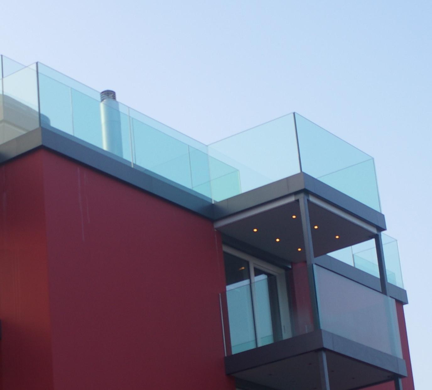 Freistehendes Glas auf Terrassen - für Vögel sehr gefährlich!