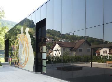 Spiegelglas wiedergibt reale Landschaften.