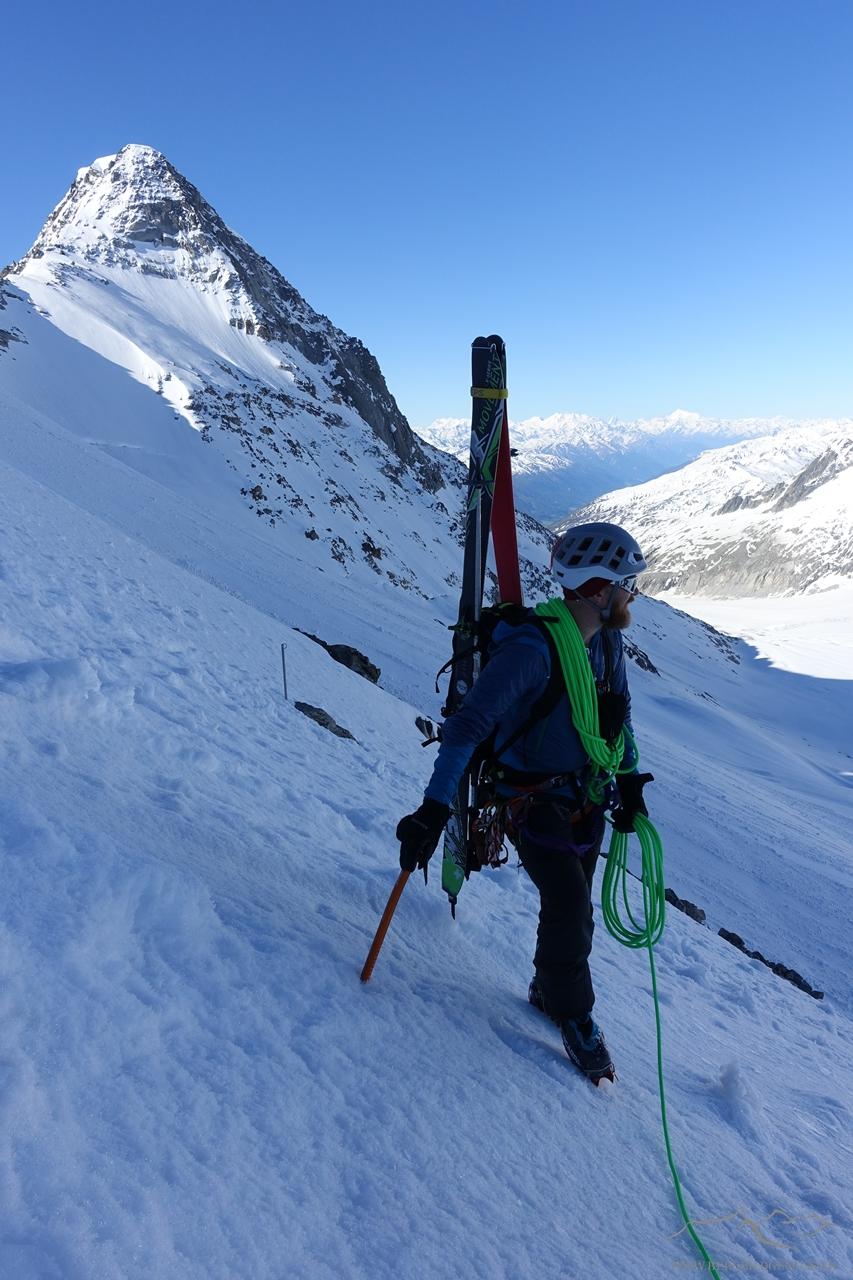 Bereits auf der Rhonegletscherseite - im Hintergrund die erste Sicherungsstange