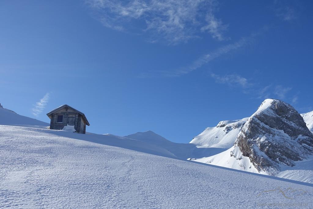 Rupperslaui-Schutzhütte (wurde leider in letzter Zeit durch den Achslenstock-Fotohype öfters verschmutzt, mit offener Türe und aufgebrauchten Vorräten zurückgelassen..)